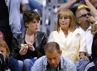 lara flynn boyle and penny marshall eating