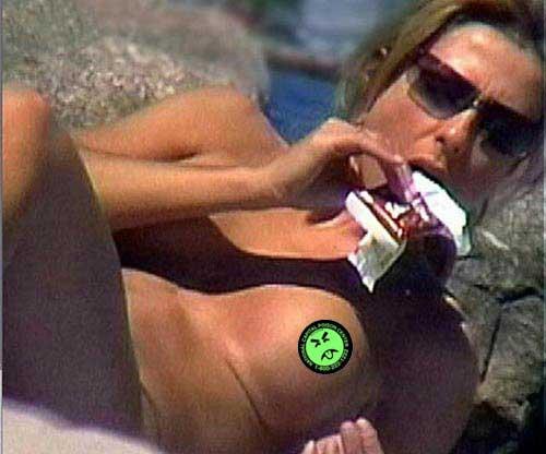 aniston jennifer nude picture sunbathing
