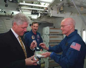 bill clinton and john glenn eating