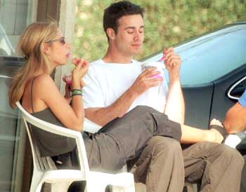 sarah michelle gellar and freddie prinze jr eating
