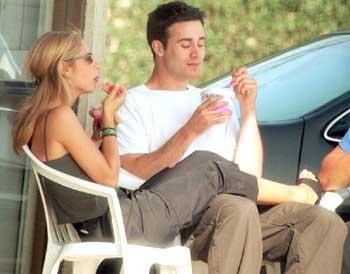sarah michelle gellar and freddie prinze jr eating