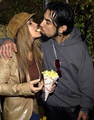 carmen electra and dave navarro eating
